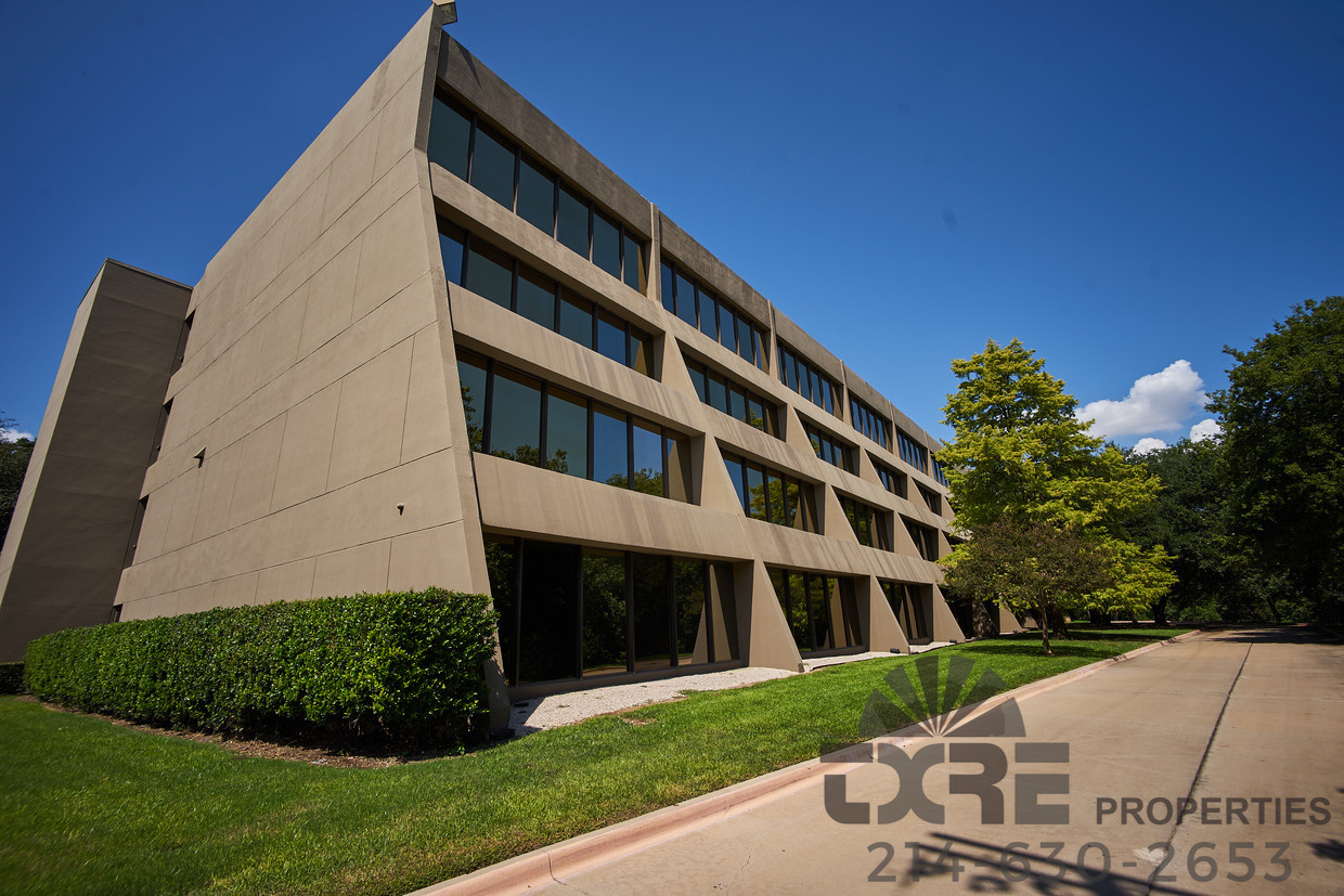8700 N Stemmons Fwy exterior view
